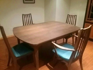 Brown aintique dining table 4 chair set