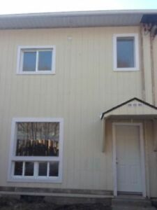 2 Bedroom Townhome For Rent in Elliot Lake. Call to View.