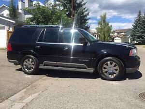 2004 Lincoln Navigator ( loaded , leather , sunroof , DVD )