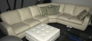 Couch for sale. Sofa pour vente.