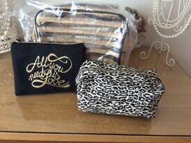 Set of 3 cosmetic bags