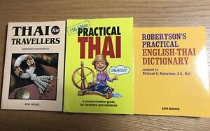 Pocket sized Thai language guides and dictionaries