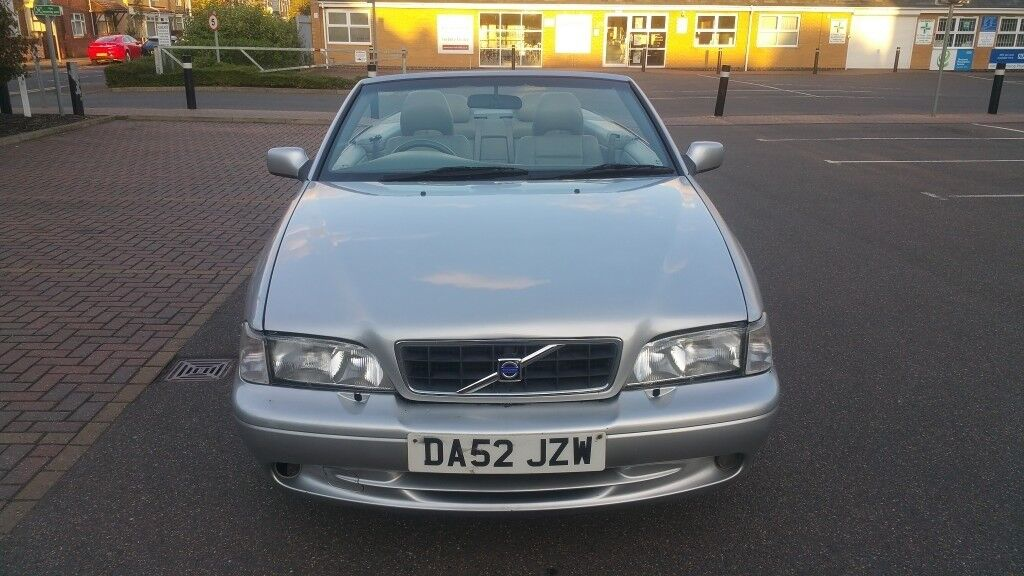 VOLVO C70 2.O PETROL 02 SILVER CONVERTIBLE SOFT TOP GREY LEATHER NEW SEFULL SERVICE WITH 1 YEAR MOT