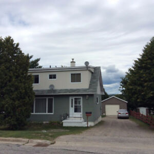 54 Spruce Ave in Elliot Lake ON