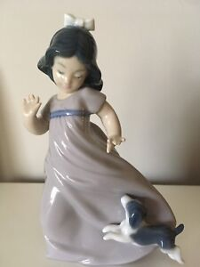 "Lladro Figurine ""Girl with Puppy"""