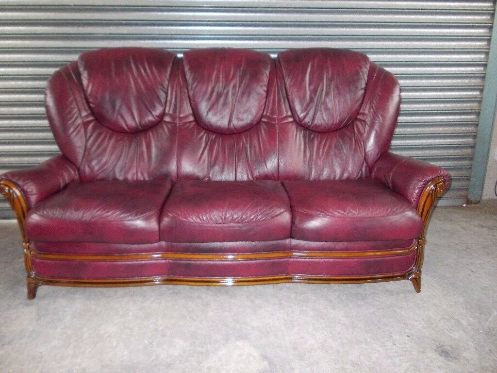 Burgundy Italian Leather 3 1 1 Suite (Sofain Belfast City Centre, BelfastGumtree - Burgundy Italian leather 3 1 1 suite in excellent condition, no rips or tears etc., high back with good seat height, nice compact size, ideal for the smaller living room. Delivery available