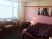 One big double room with wash-basin in Boscombe
