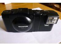 Olympus XA-1 and A9M flash