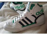 Adidas hightop trainers. size 6 1/2 but will fit a 6 or a 7 perfectly. Used but in very good.😊