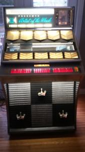 Jukebox plays 45s