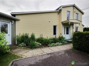 274 000$ - Maison à un étage et demi à vendre à St-Félicien