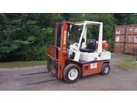 Nissan 25 . 2.5t side shift, 3 mast, gas forklift.