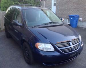 Vente rapide, A vendre Dodge caravan 2006, 141000 Km,