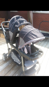 STROLLER: Grows with the child