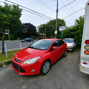Ford Focus 2014 SE Flex Fuel (EXTREMELY LOW MILEAGE)