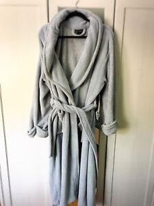 L/XL Plush bathrobe