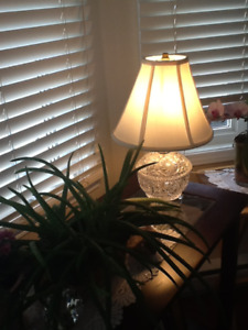 Lampe en cristal sur table tres rare