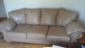 Excellent clean full size leather sofa couch chesterfield