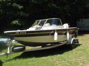 Bateau de plaisance et de pêche à vendre 60 HP.