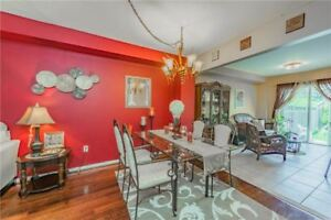 Absolutely Stunning Townhome In High Demand LocationX4995682JU28