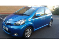 TOYOTA AYGO 1.0 VVT-I BLUE 5DR 2011 LOW MILES DEALER SERVICE HISTORY £20 A YEAR ROAD TAX