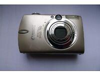 Canon Ixus 750 compact digital camera