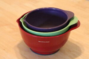 Set of 3 Kitchen Aid plastic mixing bowls