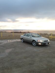Lexus ES300 Low KMS!