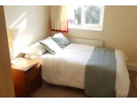 Double Bed in Rooms to rent in 3-bedroom flatshare in Wimbledon