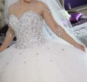 Beautiful wedding gown !!