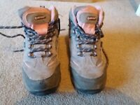 Girls size 13 Hi-tec walking boots. Great condition