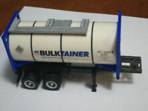 HO scale bulktainer on chassis for electric model trains