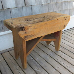 SMALL ANTIQUE RUSTIC BENCH