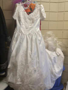 ALFRED ANGELO PREOWNED WEDDING DRESS