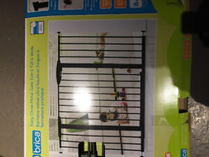 Brica easy close metal baby gate