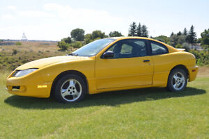 One owner 2001 Pontiac Sunfire - Does not look or drive its age