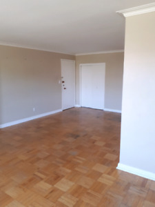 Bathurst /lawrence 2 bedroom apartment  with parking For Rent