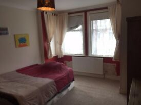 Large double room, garden, living room, large kitchen, on road parking, bills & wifi inc