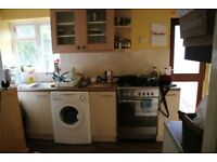 3 bedroom house for rent in Slough with driveway, close to local amenities