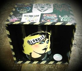 Brand new retro 70s punk icon Debbie Harry, her of Blondie fame, mugs, in a presentation box.
