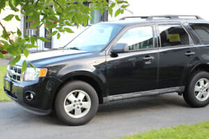 2010 FORD ESCAPE SUV CROSSOVER (MUST SELL BEFORE MONDAY Aug. 21)