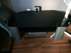 Glass top entertainment stand
