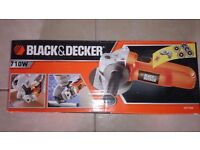 Brand new Black and Decker angle grinder model CD115 with 5 free discs.