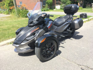 CAN AM SPYDER BEAUCOUP D'OPTIONS! A VOIR!