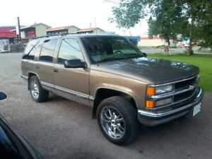 IN SALMON ARM - 1997 Chevrolet Tahoe