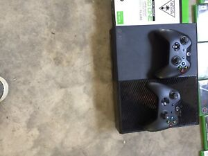Xbox one 1tb, 2 controllers, 10 games, turtle beach headset