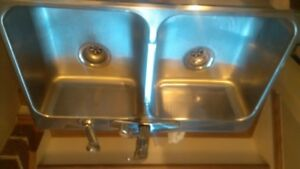 Double Sink/Taps