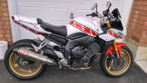 Up for sale Special 30th Anniversary 2008 Yamaha Fz1 gold $5400