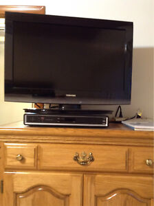 "TVs for sale, 24"" TOSHIBA and 12"" Insignia TV"