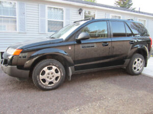 2005 Black Saturn VUE with low KM and very fuel efficient